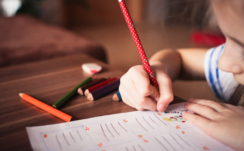 Jak nauczyć dziecko pisać ładne litery?