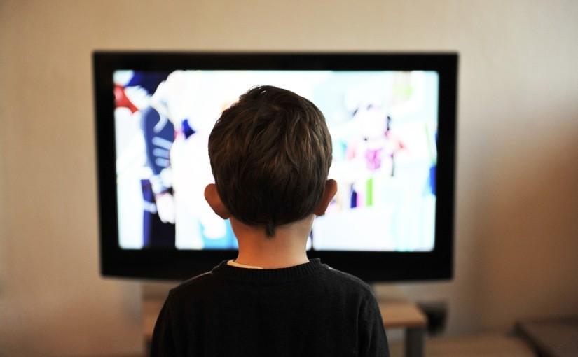 Ekrany ścienne zamiast telewizora w domu