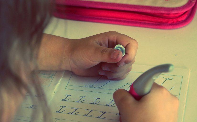 Pomagać czy nie pomagać w odrabianiu zadań domowych?