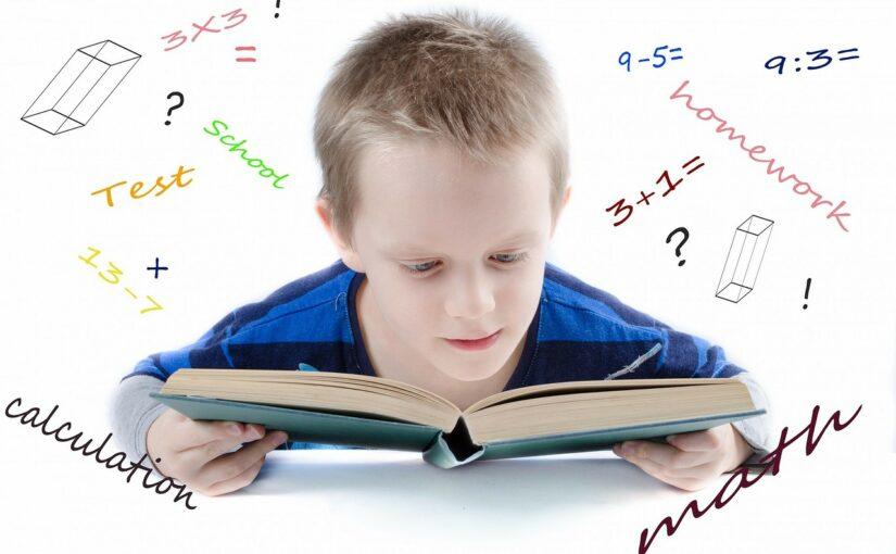 Podkładki edukacyjne jako dekoracja i ułatwienie w nauce