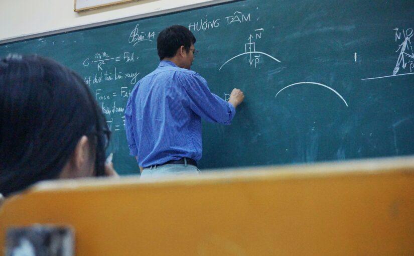 Dzień nauczyciela w szkole – jak połączyć naukę ze świętowaniem?